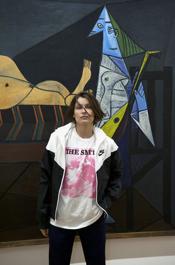 Portrait de Laetitia Casta devant L'Aubade de Pablo Picasso Centre Pompidou Paris 2016